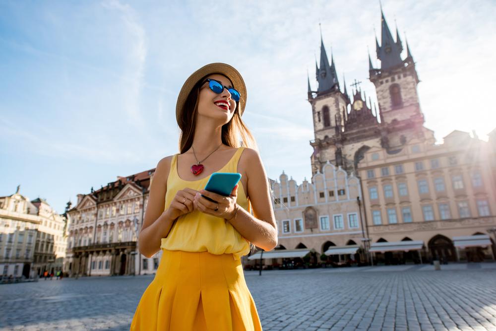 touristin in prag